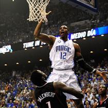 Howard dunks